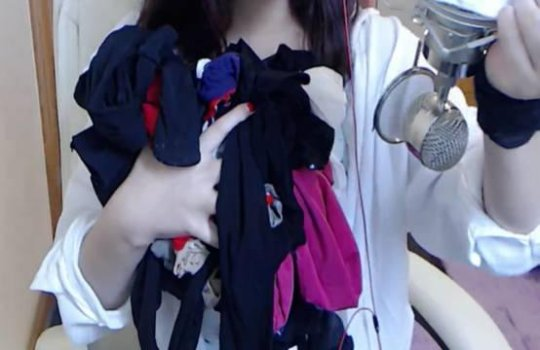 女主播直播卖丝袜:每一条都穿过再卖你们