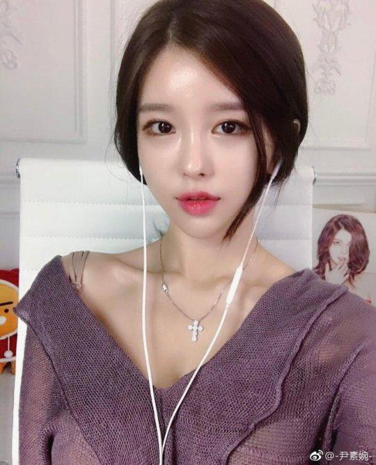 女神尹素婉回中国直播? 网友:营养快线已备好