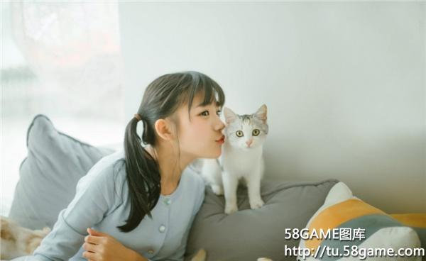 清纯甜美少女生活照 休闲时光与猫约会